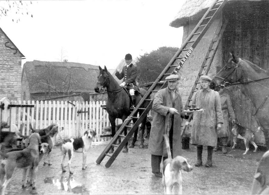 The hunt meeting at Tredington.  1950s |  IMAGE LOCATION: (Warwickshire Museums. Photographic Collections.)