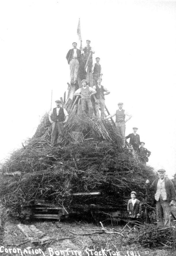 Building the bonfire to celebrate the coronation of King George V, Stockton.  1911 |  IMAGE LOCATION: (Warwickshire Museums. Photographic Collections.)