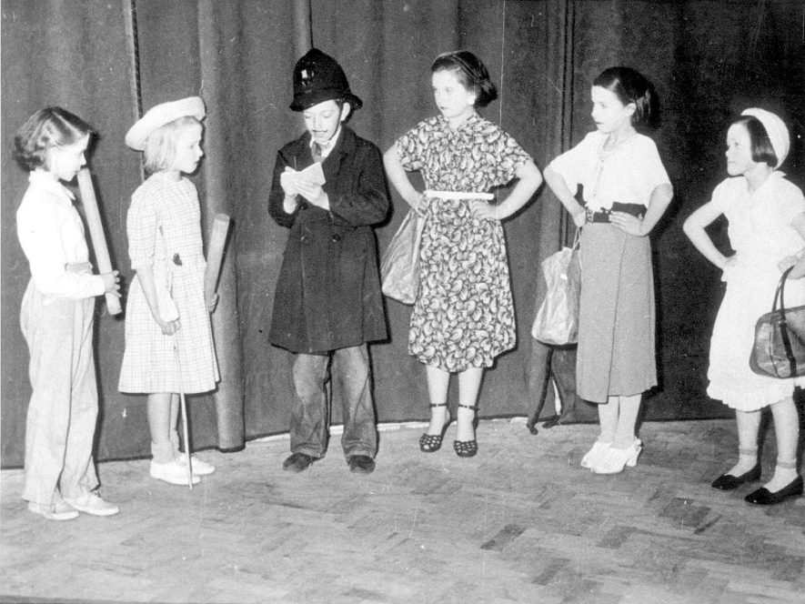 Children acting on stage in Stockton.  1950s [From left to right - Deena Hill, Irene Mackie, Ken Hunt, Joy Ducket, Muriel Redgrave and Velisa Monk]    IMAGE LOCATION: (Warwickshire Museums. Photographic Collections.)