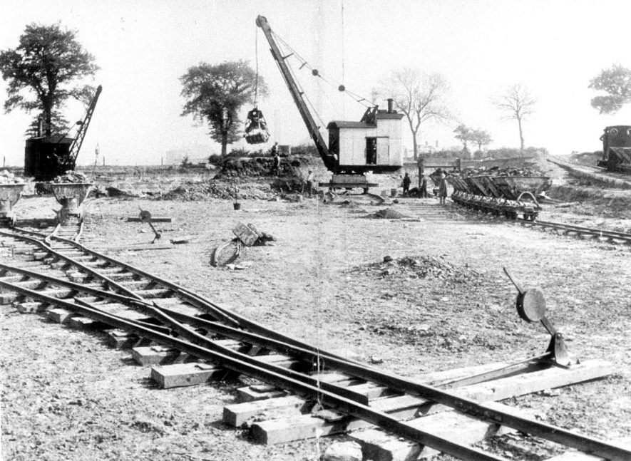A crane and railway trucks at Stockton quarry.  1900s |  IMAGE LOCATION: (Warwickshire Museums. Photographic Collections.)
