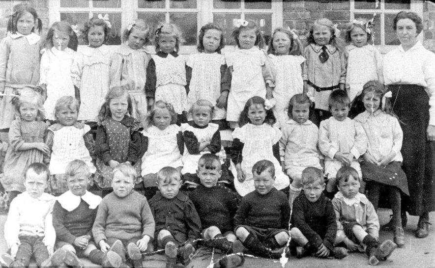 Group of infants at Stockton school.  1910s |  IMAGE LOCATION: (Warwickshire Museums. Photographic Collections.)