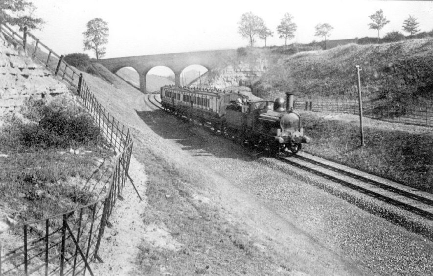 One of the first trains over the new line at Stockton.  1905    IMAGE LOCATION: (Warwickshire Museums. Photographic Collections.)