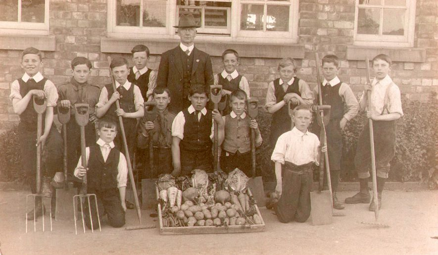 Stockton school gardening class.  1910s |  IMAGE LOCATION: (Warwickshire Museums. Photographic Collections.)