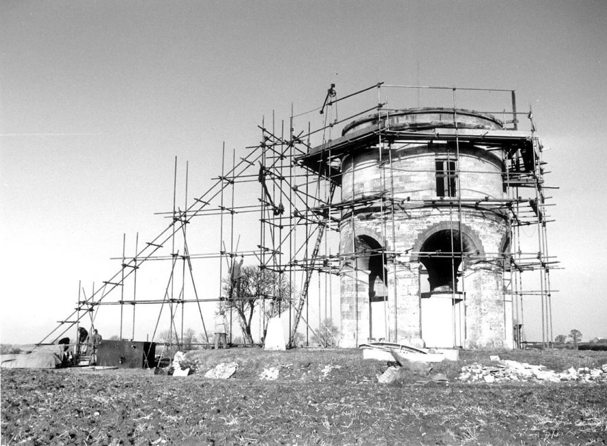 Restoration of Chesterton Windmill 1963 - 1966 |  IMAGE LOCATION: (Warwickshire Museums. Photographic Collections.)