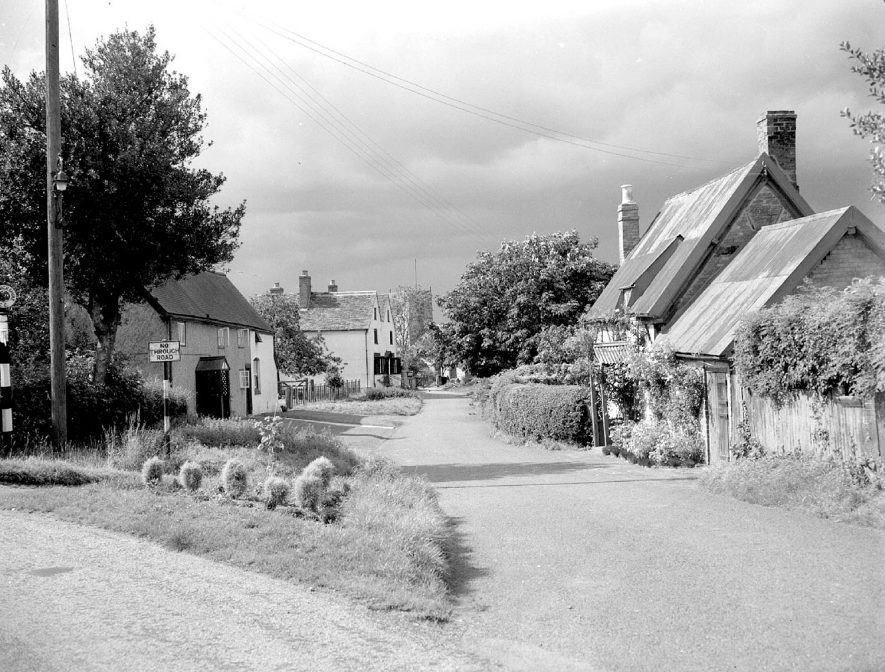 St Giles church and cottages from Church Road, Bubbenhall.  June 12th 1958 |  IMAGE LOCATION: (Warwickshire County Record Office)