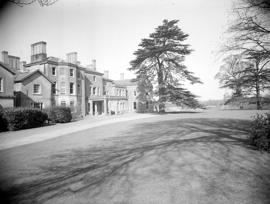 Front exterior of Barford Hill House.  March 9th 1953 |  IMAGE LOCATION: (Warwickshire County Record Office)