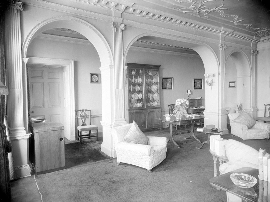 Sitting room at Barford Hill House.  March 9th 1953. |  IMAGE LOCATION: (Warwickshire County Record Office)