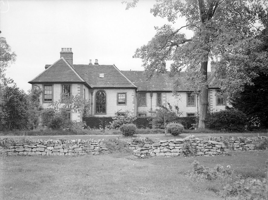 Rear view of The Manor House and garden at Butlers Marston.  September 17th 1948 |  IMAGE LOCATION: (Warwickshire County Record Office)