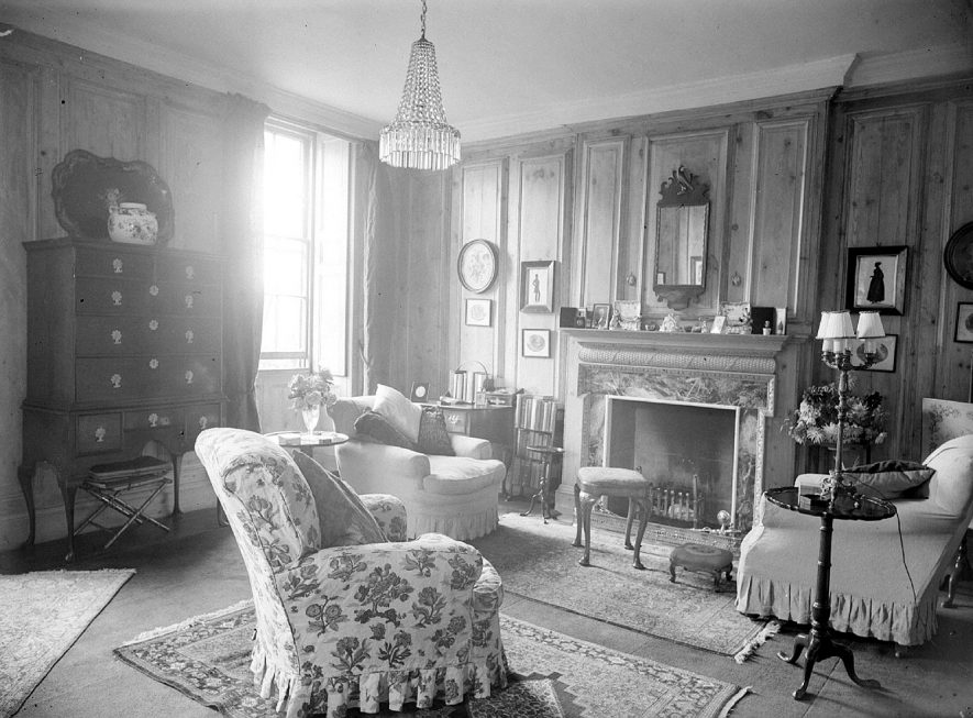 Interior view of the Manor House, Butlers Marston.  September 17th 1948 |  IMAGE LOCATION: (Warwickshire County Record Office)