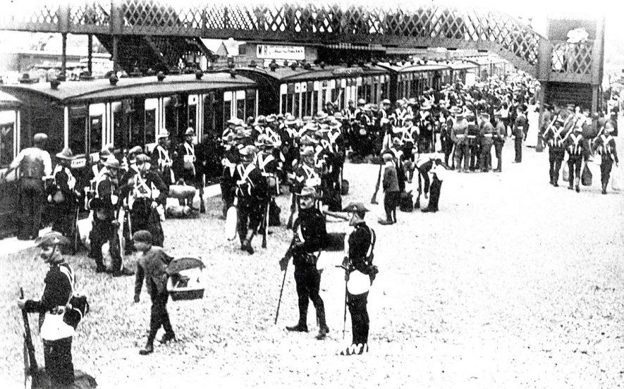 The Warwickshire Regiment on an unknown railway station platform.  1910s |  IMAGE LOCATION: (Warwickshire County Record Office)