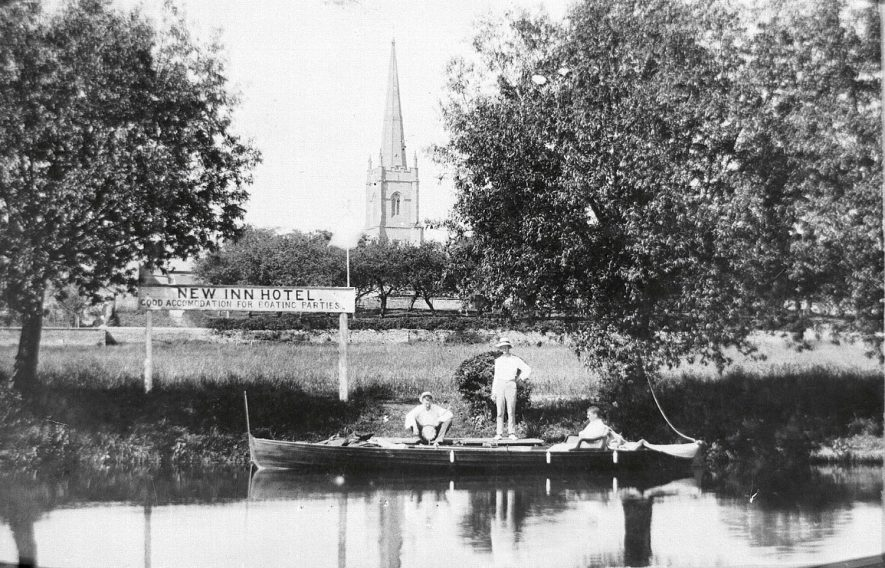 A boat and three men on the River Avon and Holy Trinity church in the background. Stratford upon Avon.  1910s |  IMAGE LOCATION: (Warwickshire County Record Office)