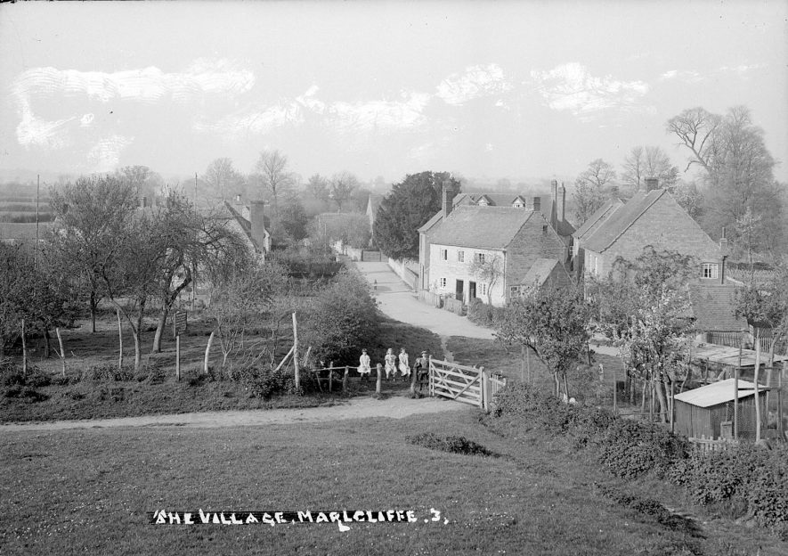 View of Marlcliff village.  1950s    IMAGE LOCATION: (Warwickshire County Record Office)