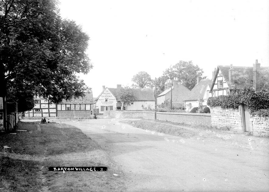 Village street and Cottage of Content public house, Barton.  1930s    IMAGE LOCATION: (Warwickshire County Record Office)