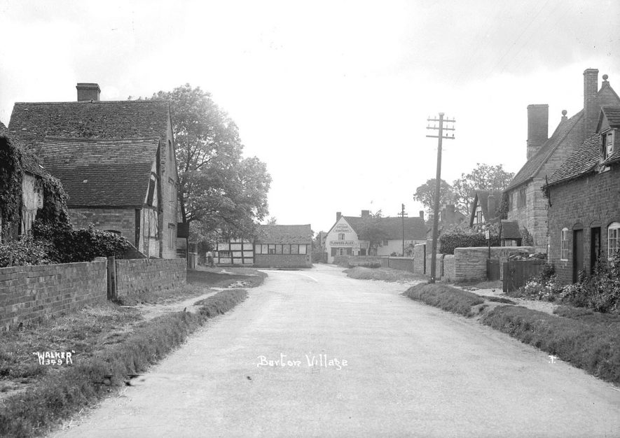 Village street, Barton.  1930s |  IMAGE LOCATION: (Warwickshire County Record Office)