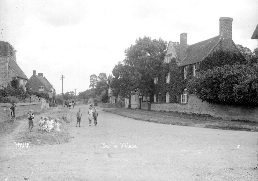 Children in the village street at Barton.  1930s |  IMAGE LOCATION: (Warwickshire County Record Office)