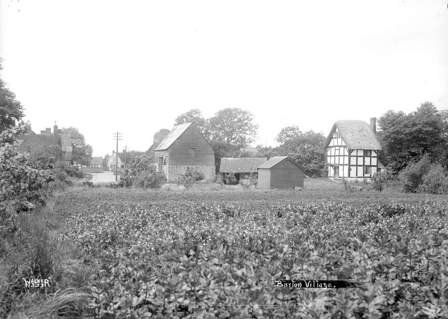 Cottages in Barton.  1930s |  IMAGE LOCATION: (Warwickshire County Record Office)