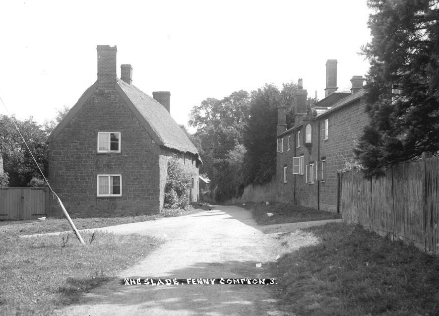 Fenny Compton houses in The Slade.  1930s |  IMAGE LOCATION: (Warwickshire County Record Office)