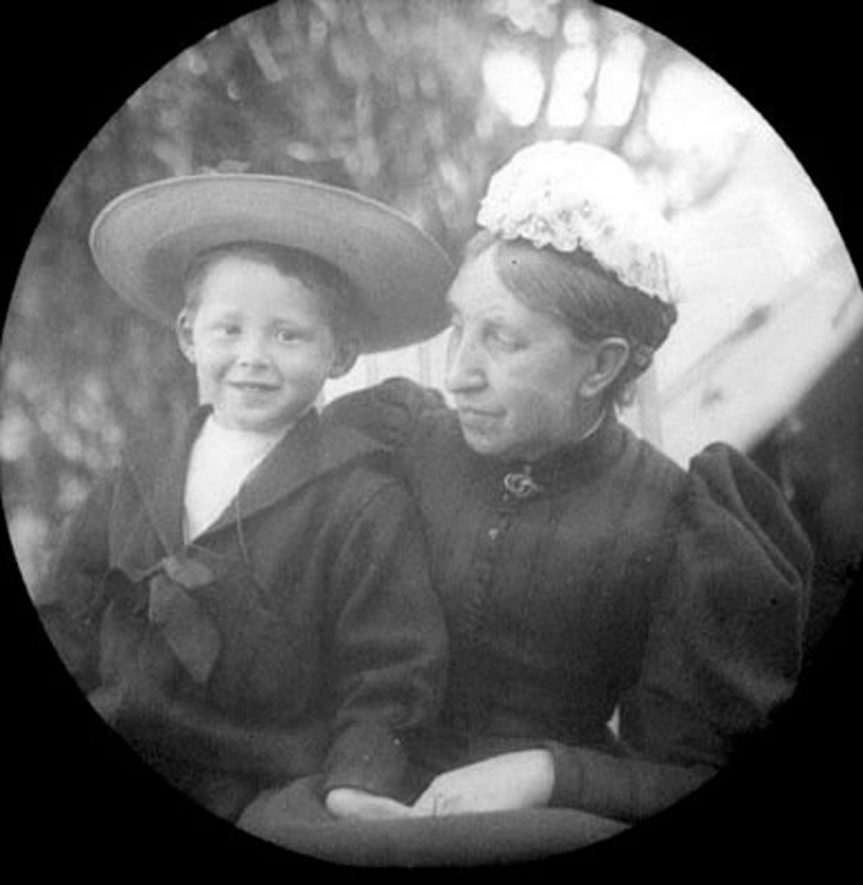 Portrait of Marshall Findlay and Mrs Fox, Lower Brailes.  1900s |  IMAGE LOCATION: (Warwickshire Museums. Photographic Collections.) PEOPLE IN PHOTO: Fox, Mrs, Fox as a surname, Findlay, Marshall, Findlay as a surname