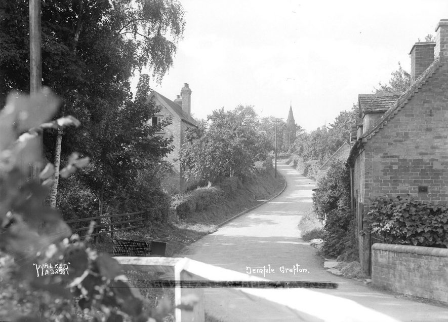 The village lane, Temple Grafton.  1930s |  IMAGE LOCATION: (Warwickshire County Record Office)