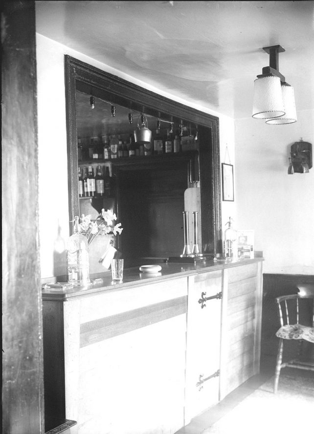 The bar at the Crown Inn, Haselor.  1930s |  IMAGE LOCATION: (Warwickshire County Record Office)