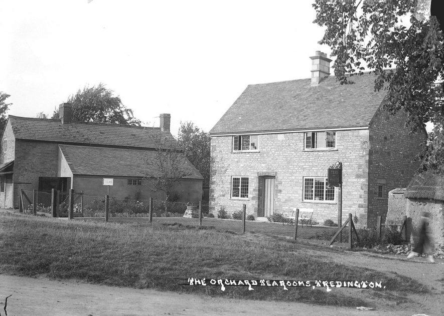 The village street, Tredington.  1930s |  IMAGE LOCATION: (Warwickshire County Record Office)