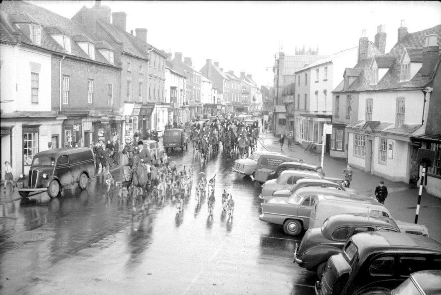High Street showing a hunt meet, Alcester.  1950s |  IMAGE LOCATION: (Warwickshire County Record Office)