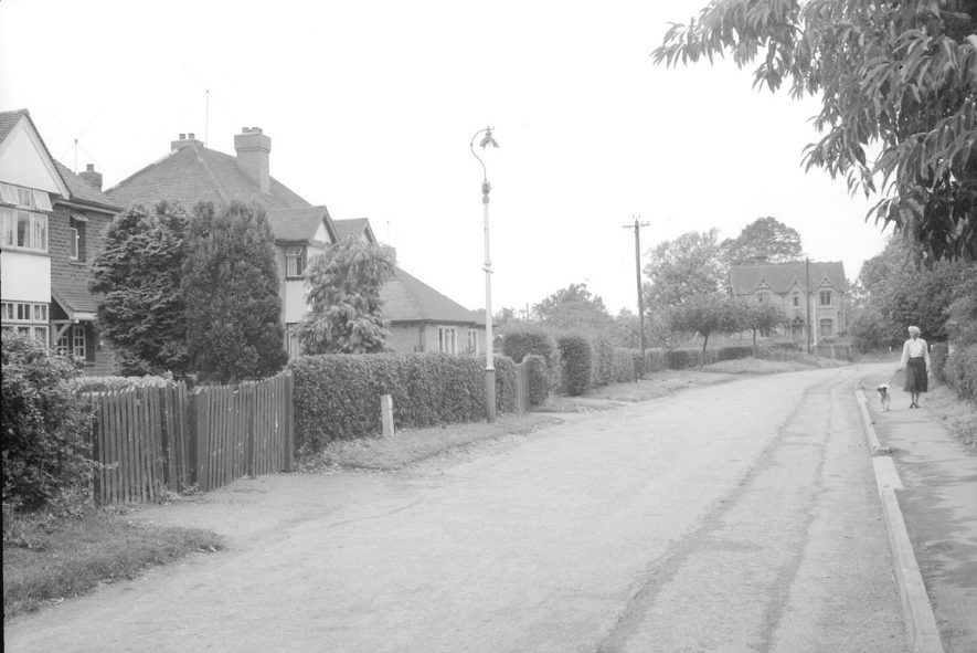 Segg's Lane, Alcester, with detached and semi-detached housing.  1950s |  IMAGE LOCATION: (Warwickshire County Record Office)