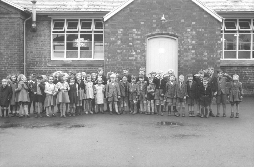 Alcester Primary school group.  1950s |  IMAGE LOCATION: (Warwickshire County Record Office)