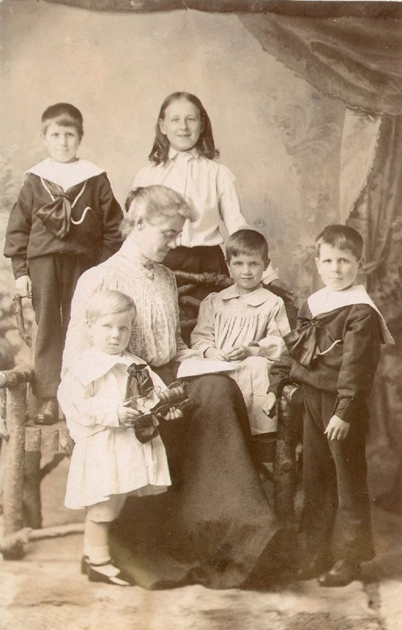 Eleanor Archer with her step family.  Harbury.  1900s |  IMAGE LOCATION: (Warwickshire County Record Office) PEOPLE IN PHOTO: Archer as a surname, Archer, Eleanor