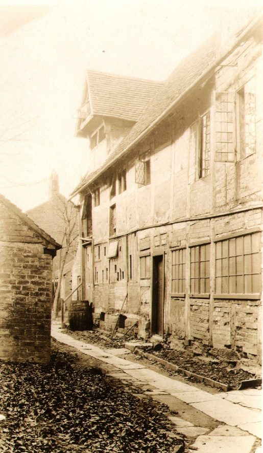 Back of High Street, Alcester.  1930s |  IMAGE LOCATION: (Warwickshire County Record Office)