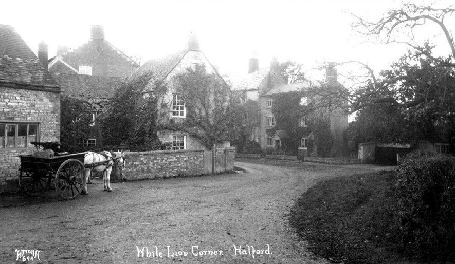 Scene of White Lion Corner,  Halford.  1900s |  IMAGE LOCATION: (Warwickshire County Record Office)