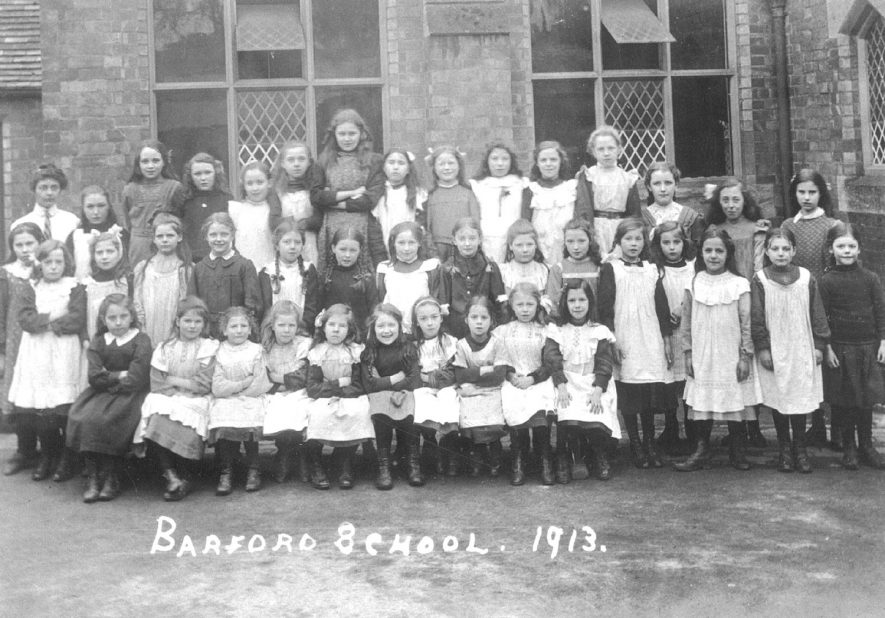 Barford school pupils outside the school in 1913. |  IMAGE LOCATION: (Warwickshire County Record Office)