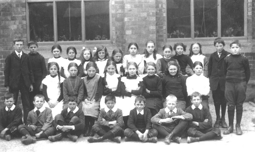 Barford school pupils outside the school in the 1910s.    IMAGE LOCATION: (Warwickshire County Record Office)