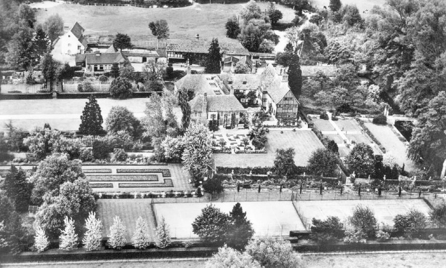 Aerial view of Clifford Manor, Clifford Chambers.  1950s |  IMAGE LOCATION: (Warwickshire County Record Office)
