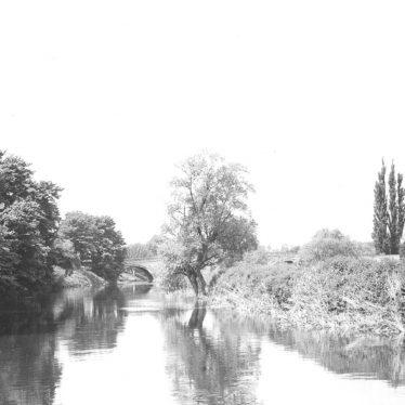 Barford.  Bridge seen from the end of Keytes Lane