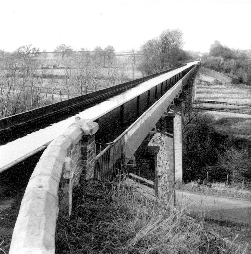 The Stratford upon Avon canal aqueduct at Bearley.  1965 |  IMAGE LOCATION: (Warwickshire County Record Office)