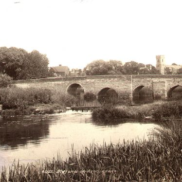 Bidford on Avon.  Bridge and  White Lion public house
