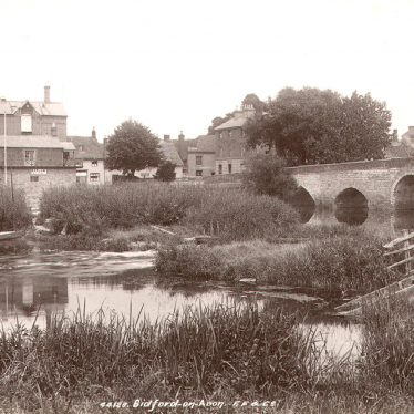 Bidford on Avon.  Bridge, Barlow's boathouse & White Lion public house
