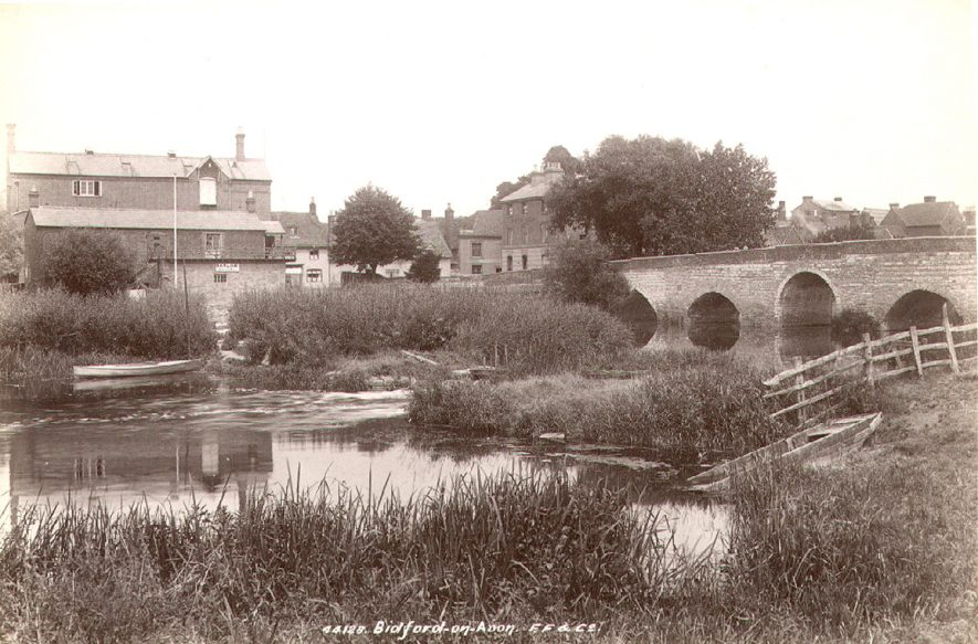Bridge over river, White Lion public house and Barlow's boathouse, Bidford on Avon.  1899 |  IMAGE LOCATION: (Warwickshire County Record Office)