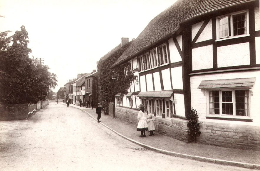 High Street, Bidford on Avon, looking towards Icknield Street.  1910 |  IMAGE LOCATION: (Warwickshire County Record Office)