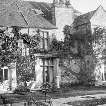 Birdingbury.  Hall