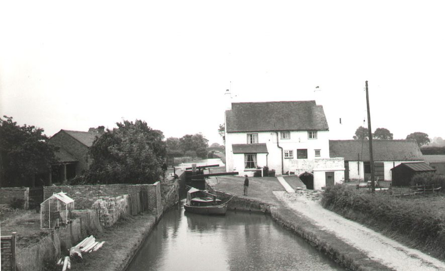 The Folly and Folly Locks, Oxford Canal, Napton on the Hill.  1960s |  IMAGE LOCATION: (Warwickshire County Record Office)