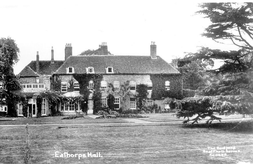 Front garden of Eathorpe Hall.  1910s |  IMAGE LOCATION: (Warwickshire County Record Office)
