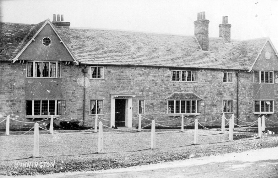 Village houses in Honington.  1920s |  IMAGE LOCATION: (Warwickshire County Record Office)