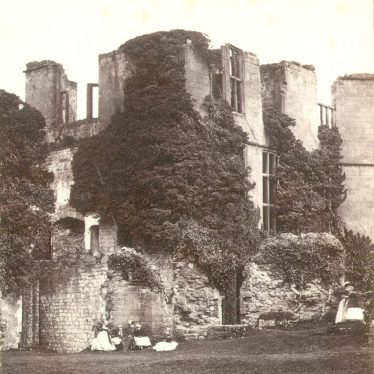 Kenilworth.  Castle, Leicester's Buildings