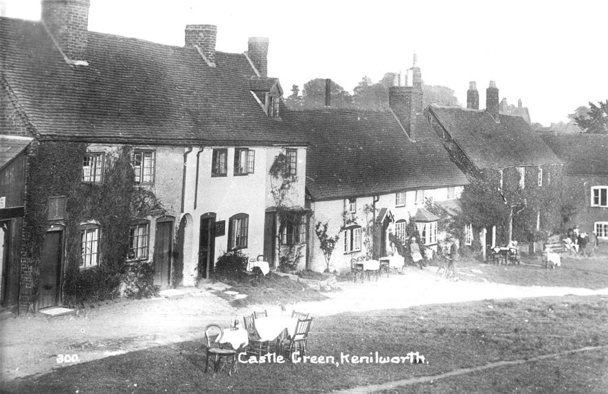 Castle Green, Kenilworth.  1910s |  IMAGE LOCATION: (Warwickshire County Record Office)