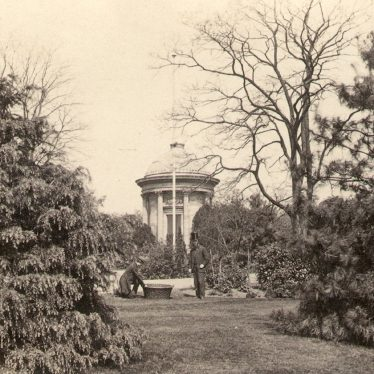 Leamington Spa.  Jephson Gardens and monument