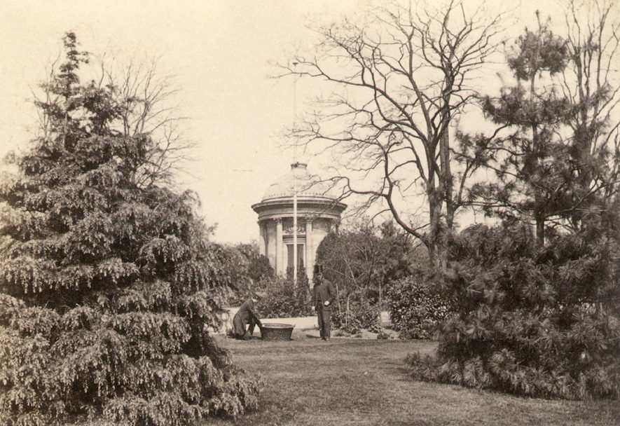Jephson Gardens and monument, Leamington Spa.  1860s    IMAGE LOCATION: (Warwickshire County Record Office)