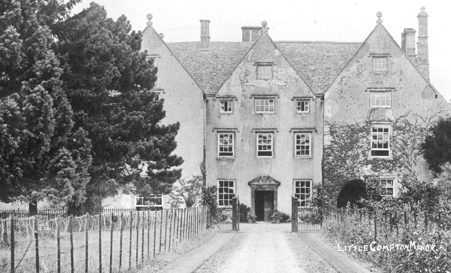 Little Compton Manor house exterior.  1910    IMAGE LOCATION: (Warwickshire County Record Office)