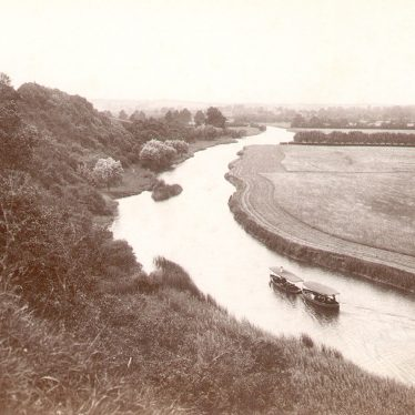 Marlcliff.  Steamboat on the River Avon